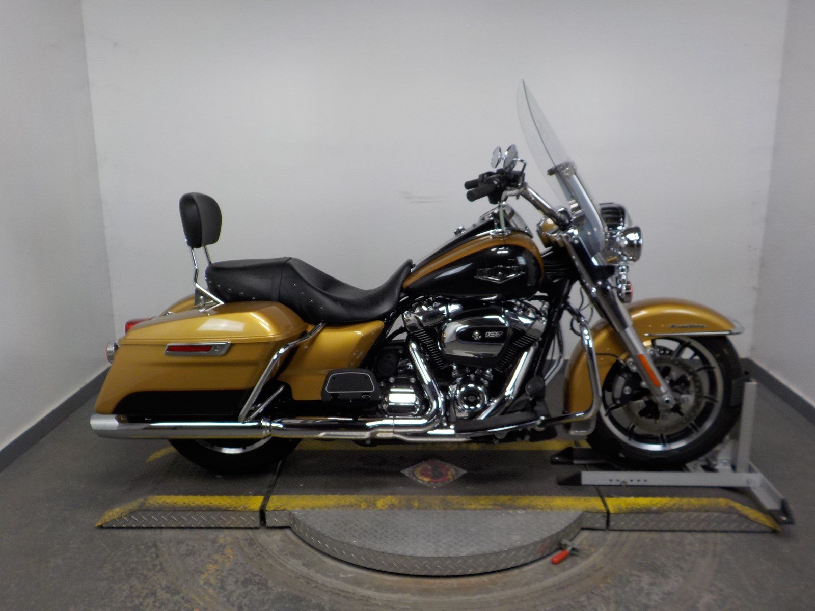 Pre-Owned 2017 Harley-Davidson Road King FLHR