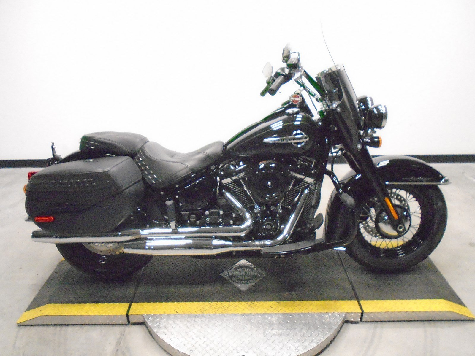 Pre-Owned 2018 Harley Davidson Road King Classic FLHRC